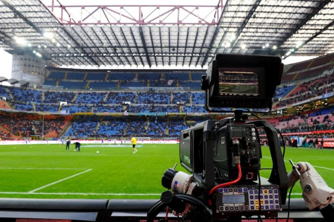 A camera during a game at San Siro (Photo: Insidefoto.com)