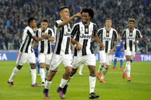 Paulo Dybala e Juan Cuadrado della Juventus (Insidefoto)
