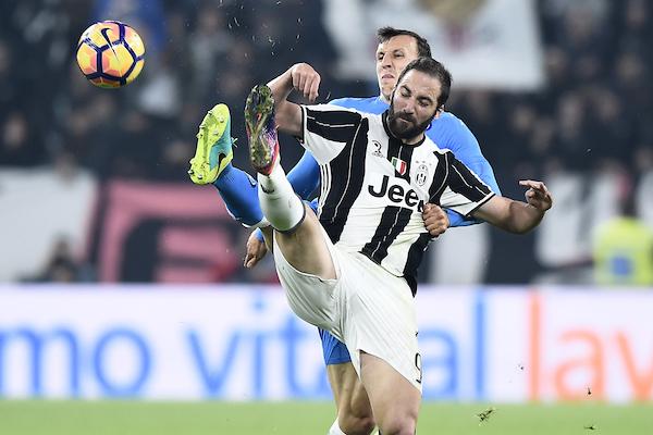 Gonzalo Higuain Juventus, Vlad Chiriches Napoli Foto Image Sport / Insidefoto
