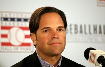 Mike Piazza (photo Wikipedia: Arturo Pardavila III from Hoboken, NJ, USA)